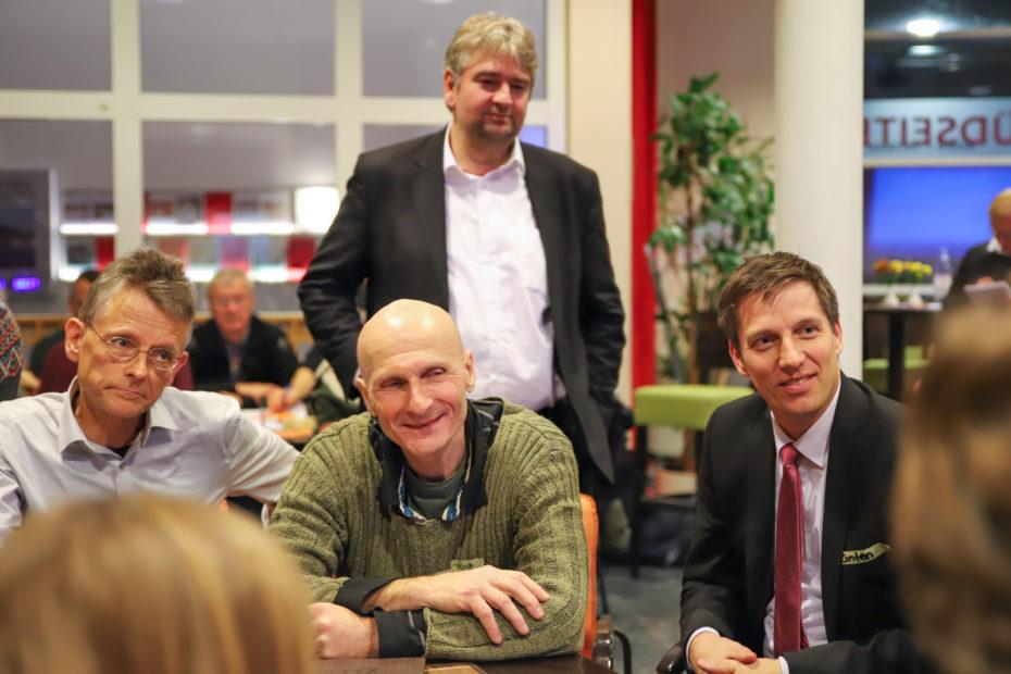 Interessiert hörte Bürgermeister Wieland Stötzel (hinten) in die Diskussion einer Themengruppe hinein.